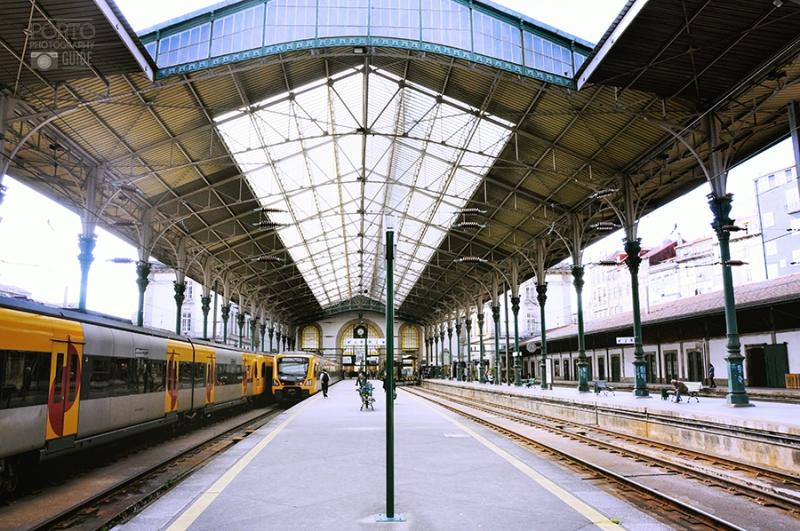 Comboios na Estação S.Bento no Porto